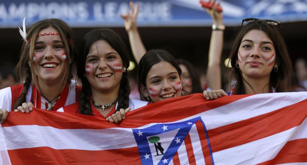 Las hinchas del Atlético de Madrid no dejaron de alentar a su equipo en el Estadio da Luz. (AP)