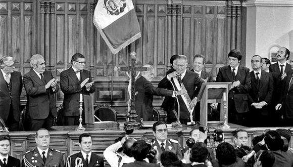 El 28 de julio de 1980 volvía la democracia al Perú con la juramentación de Fernando Belaunde Terry a la presidencia. Él optó por no desmontar el modelo estatista y abrió poco la economía al comercio. (GEC ARCHIVO HISTÓRICO)
