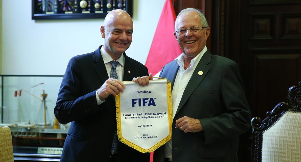 """""""A pocos meses del mundial recibí la visita de Gianni Infantino, presidente de la FIFA con quien conversé sobre la promoción del deporte que venimos haciendo para alejar a los jóvenes del pandillaje"""", destacó Kuczynski a través de las redes sociales. (Presidencia Perú)"""