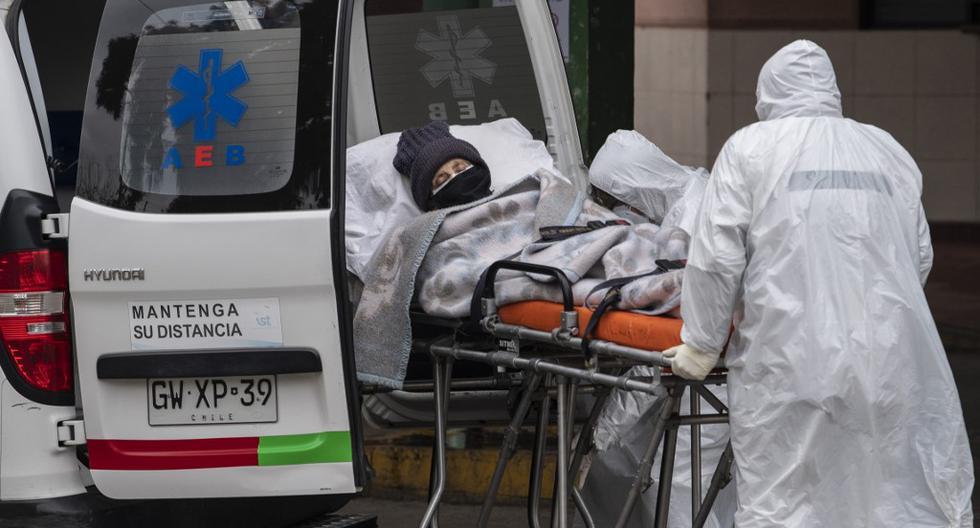 Imagen referencial. Chile, que este miércoles superó el millón de pruebas PCR realizadas, se encuentra desde hace más de tres meses bajo estado de excepción por catástrofe. (Martín BERNETTI / AFP).