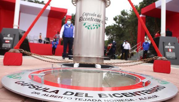 """San Borja enterró """"Cápsula del Bicentenario"""" con objetos valiosos del presente, para ser reabierta en 100 años. Foto: Municipalidad de San Borja"""