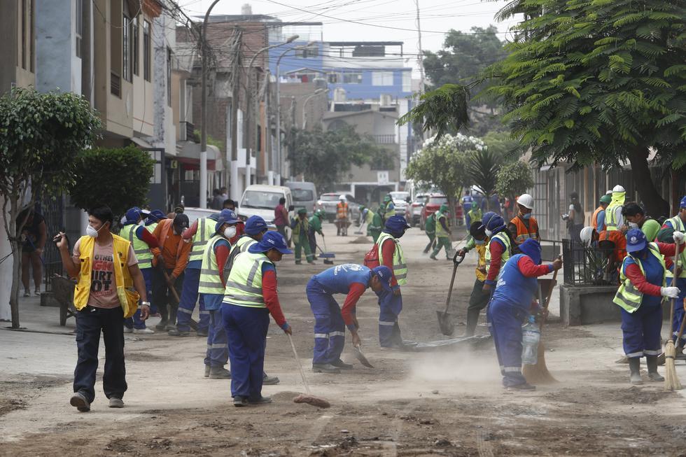 OPERACIÓN LIMPIEZA. Calles de San Juan de Lurigancho lucen cubiertas de polvo y con un olor fétido (GEC)