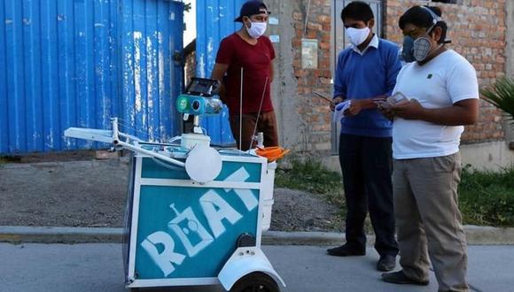 Ayacucho. Los tres estudiantes creadores de este robot explicaron todas lo que es capaz de ejecutar en asistencia al personal médico (GEC)