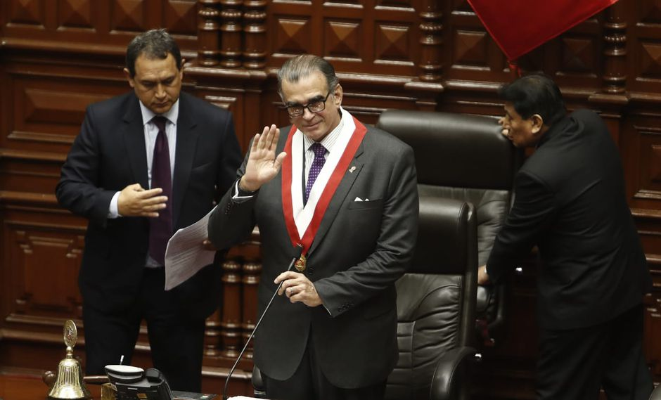 Pedro Olaechea llegó al Congreso con la camiseta Peruanos por el Kambio. (Foto: GEC/ César Campos)
