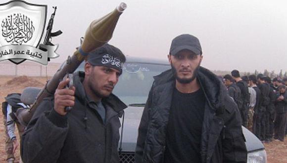 Khalid Al Hamad (izq), el protagonista del atroz video. (Time)