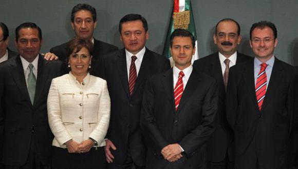 Peña Nieto y parte de su equipo. (Reuters)