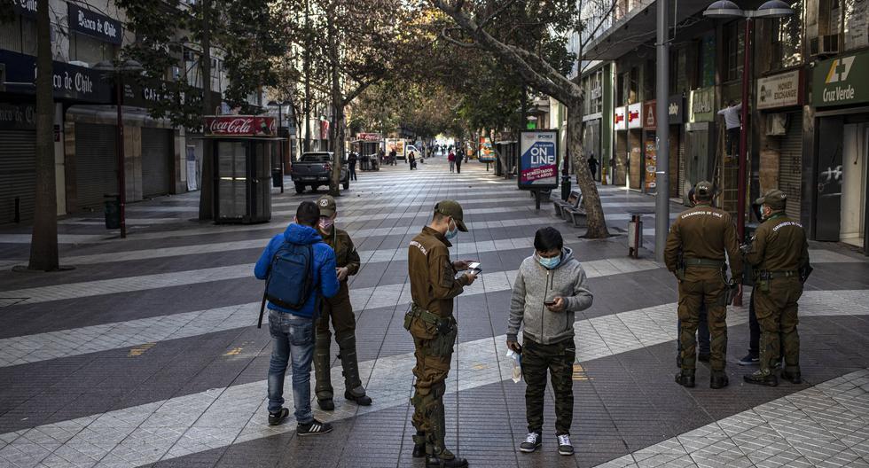 Chile mantiene las fronteras cerradas, el toque de queda de las 22.00 a las 5.00 horas (hora local) y un estado de excepción por catástrofe desde hace más de un año. (AP).