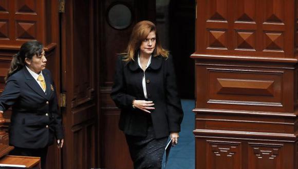 lima 31 de septiembre del 2019  juramentacion  de Mercedes Araoz  como presidenta de la república del Perú  por parte del presidente del congreso Pedro Olaechea