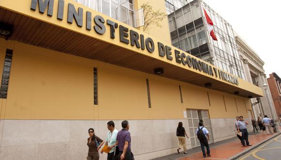 El Ministerio Público recaba la lista de visitas en el Ministerio de Economía y Finanzas por el caso de las compras de pruebas moleculares y rápidas. (GEC)