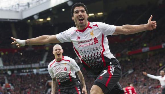 Liverpool gana 3-0 al Manchester United con gol de Luis Suárez. (AP)