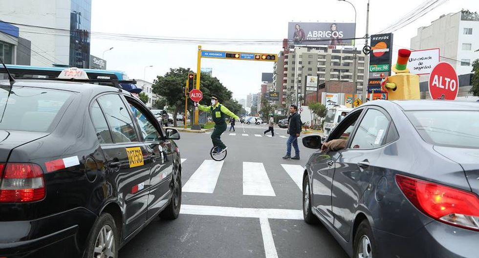 Expertos de la Central de Tránsito de la Municipalidad de Miraflores exhortaron a conductores y pasajeros a respetar el Reglamento Nacional de Tránsito a fin de evitar más accidentes en las autopistas. (Municipio de Miraflores)