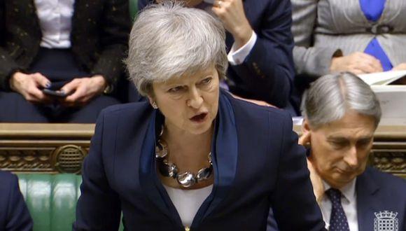 Theresa May presiona a los euroescépticos deseosos de abandonar a la Unión Europea con hacerlo bajo las condiciones propuestas en el acuerdo de Brexit, que ya fue rechazado en dos osaciones.(Foto: EFE)