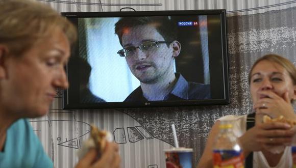 EN EL LIMBO. Edward Snowden sigue en el aeropuerto de Moscú. (AP)