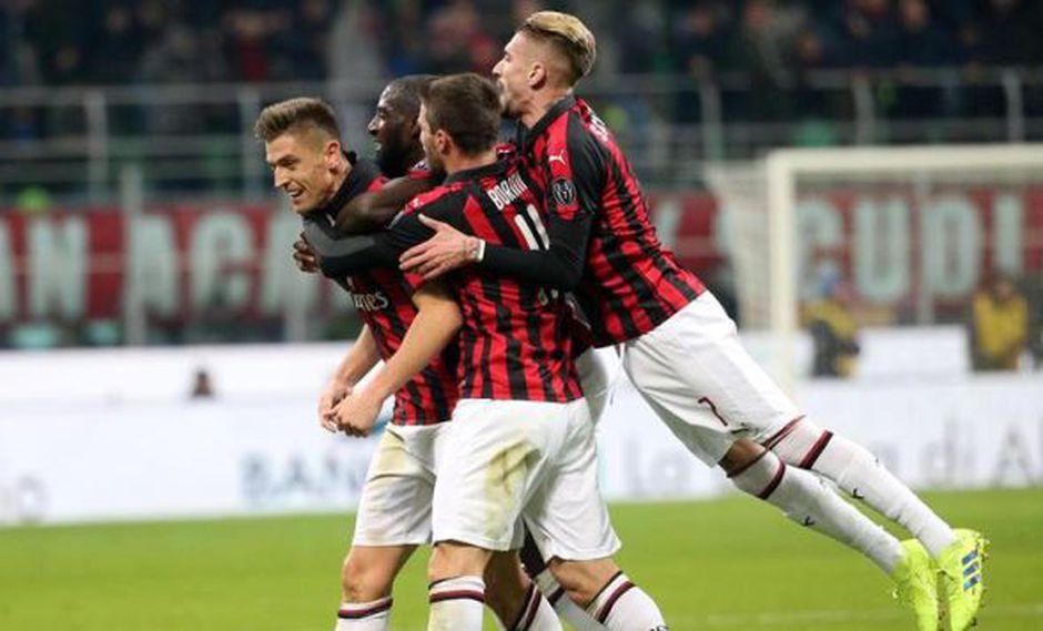 Milan se ubica cuarto en la clasificación de la Serie A con 35 unidades, seguido por Roma a un solo punto de diferencia. (Foto: EFE)