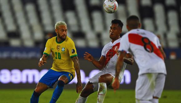 Perú enfrenta a Brasil en su debut en el grupo B de la Copa América 2021. El encuentro se juega en el estadio Nilton Santos de Río de Janeiro. | Crédito: Mauro Pimentel / AFP