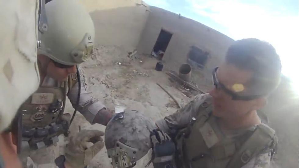 Un soldado estadounidense recibió un impacto de bala en el casco. (YouTube)