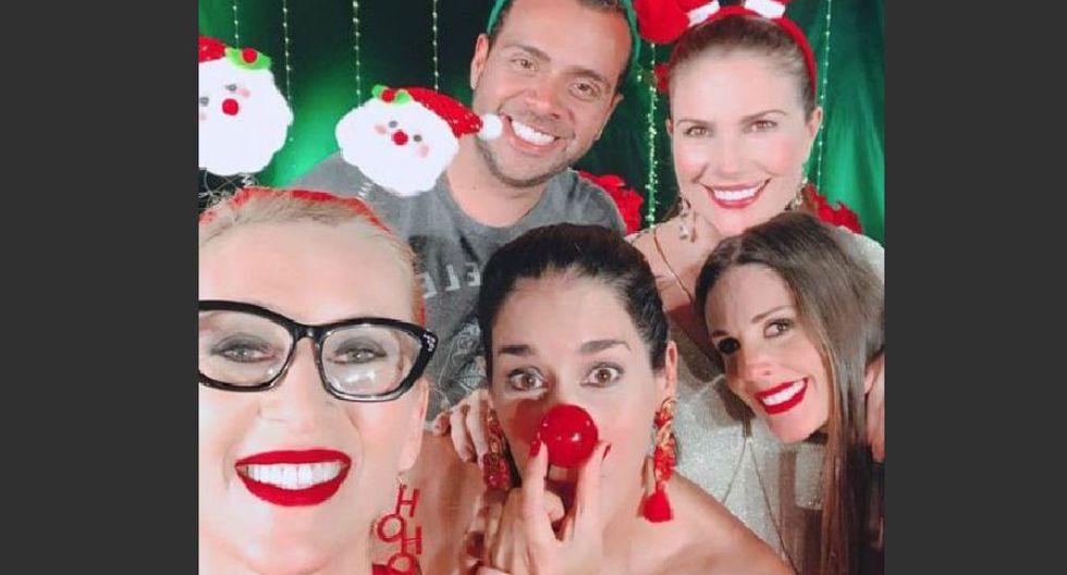 Elenco en pleno de 'Mujeres sin filtro' en un peculiar selfie de Navidad.