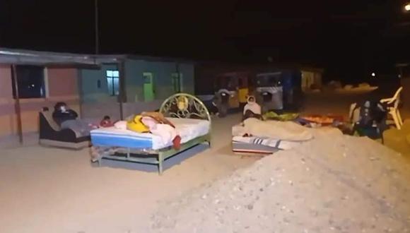 Vecinos de Miguel Checa, de la provincia de Sullana (Piura), durmieron en las calles ante el temor de las nuevas réplicas. (Foto: Facebook La Hora de Piura)
