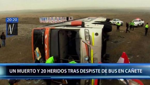 El accidente de tránsito también dejó 27 heridos, quienes fueron evacuados por los serenos y bomberos al hospital Rezola, en Cañete. (Foto: Canal N)