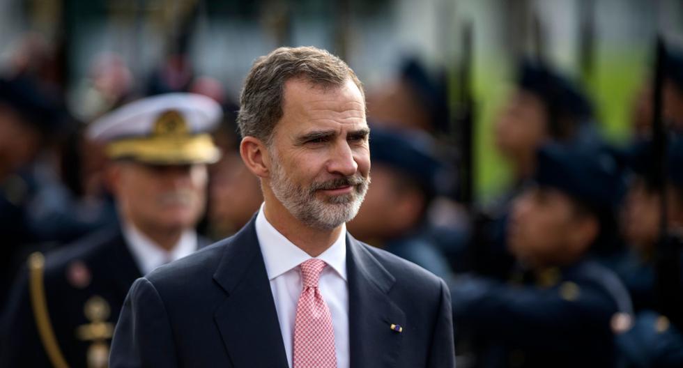 El rey Felipe VI de España recibe honores militares en el Congreso del Peú en Lima, el 12 de noviembre de 2018.  (AFP / ERNESTO BENAVIDES).
