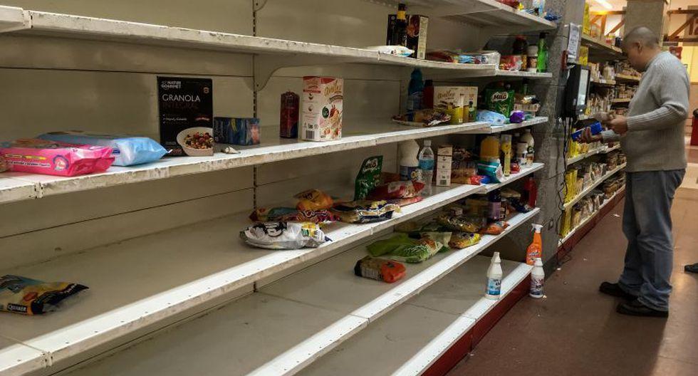 La escasez de alimentos y productos de la cesta básica es general y evidente.   Foto: EFE