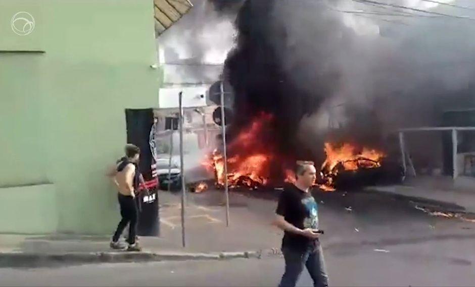 Una avioneta se estrelló en una calle de Belo Horizonte. (Foto: Captura de video)