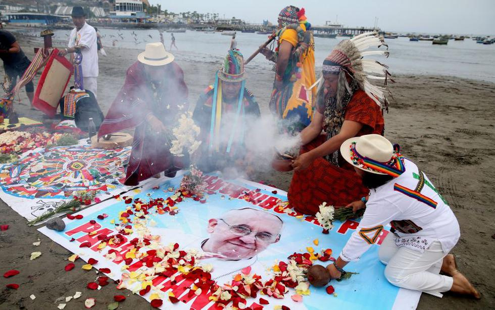 """Papa Francisco en Perú: Chamanes practican rituales para que al Sumo Pontífice """"le vaya bien"""" en el país (Reuters)"""