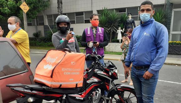 El joven repartidor de delivery Oswaldo Giran Sandoval (27) denunció en la comisaría que fue atacado a balazos por Roberto Valdivia cuando entregaba un pedido de delivery. (GEC)