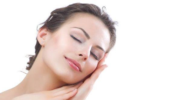Debe enfocarse en la hidratación y humectación de la piel. (USI)