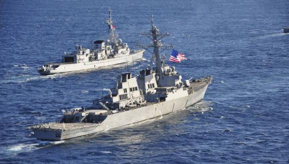 Naves de Estados Unidos ya se encuentran cerca de Siria, esperando solo la orden. (Reuters)