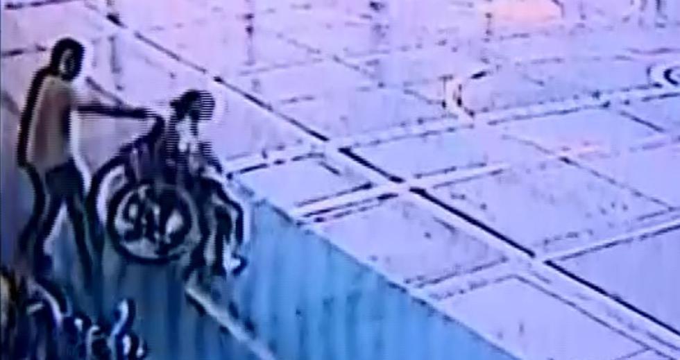 La caída le dejó a la menor una herida en el tabique y hematomas en la frente. (Captura de pantalla/Latina)