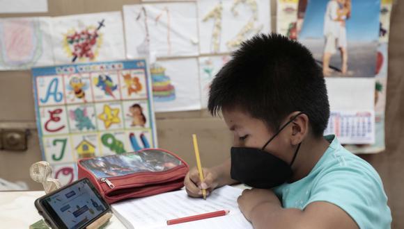 Los niños desarrollan sus clases de manera remota. (Foto: Jessica Vicente / GEC)