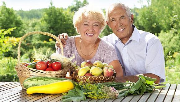 El ejercicio tiene dos beneficios para los adultos mayores: les permite estar cálidos y, además, evitar la pérdida de masa ósea y muscular. (USI)