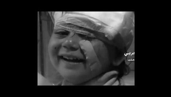 La pequeña sonrió con inocencia a la cámara que la grababa. (Ruptly TV)