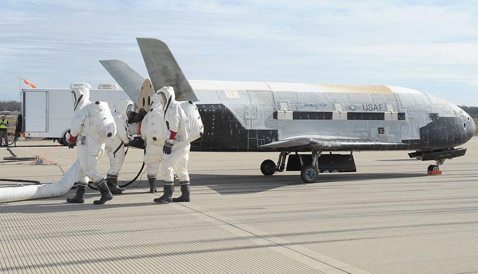 Un avión espacial secreto aterrizó en una base de la Fuerza Aérea de Estados Unidos en la costa del sur de California. (EFE)