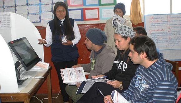 ONPE capacitó a más de 100,000 miembros de mesa para las elecciones. (Andina)
