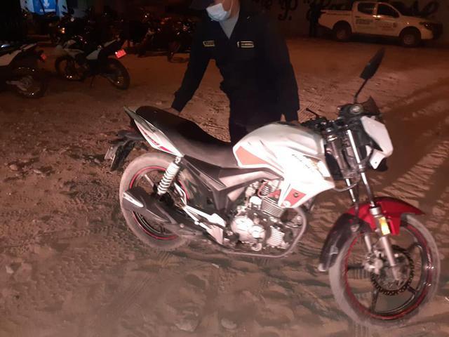 Motocicleta fue hallada en el domicilio de uno de los delincuentes gracias a las grabaciones de las cámaras de seguridad.