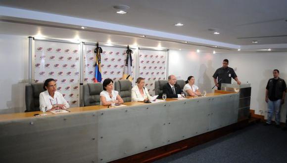 RECTIFICAN. Funcionarios del CNE accedieron a pedido de Capriles. (EFE)