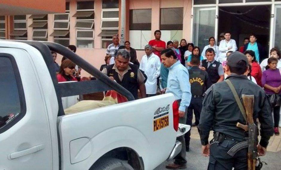 Cadáver del alcalde de Samanco fue trasladado al hospital regional Eleazar Guzmán Barrón. (Andina)
