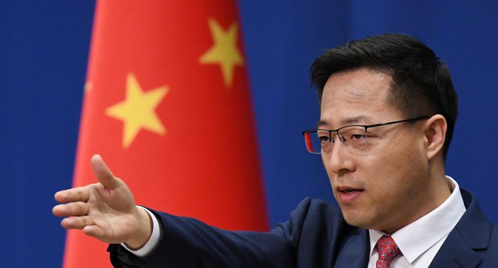 El portavoz del Ministerio de Relaciones Exteriores de China, Zhao Lijian, responde a una pregunta en la conferencia de prensa diaria en Beijing, el 8 de abril de 2020. (GREG BAKER / AFP).