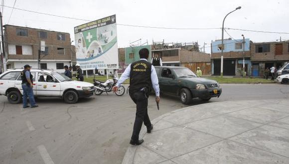 LA ESCENA DEL CRIMEN. Los homicidas atacaron a la pareja y huyeron en un auto de color oscuro. (USI)