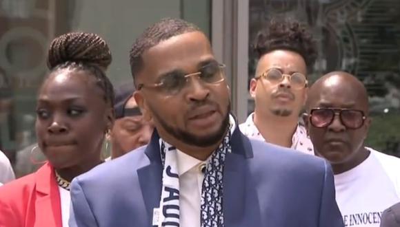 Grant Williams, de 50 años, declaró para la prensa tras conocer el dictamen que lo liberaba de toda condena. (Foto: captura de pantalla | CBS New York)