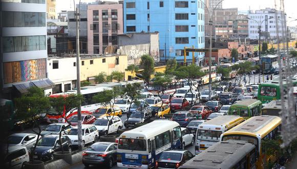 CAÓTICO TRÁNSITO. En 90 días se aprobarán lineamientos para regular el transporte urbano (GEC).
