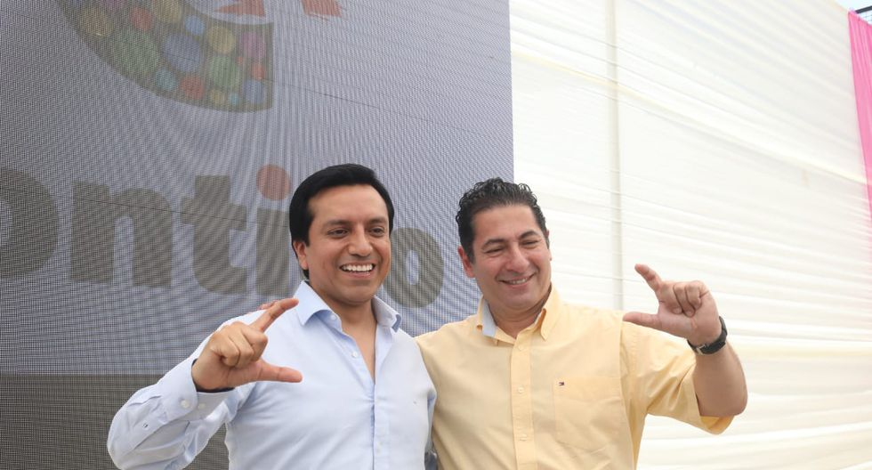 Gilbert Violeta y Salvador Heresi presiden asamblea de Peruanos por el Kambio.