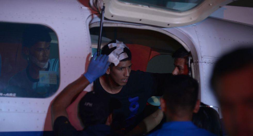 Medios ecuatorianos recibieron en el aeropuerto Joaquín Olmedo, en Guayaquil, la llegada de dos pequeños aviones de la Policía ecuatoriana con doce heridos. (EFE).