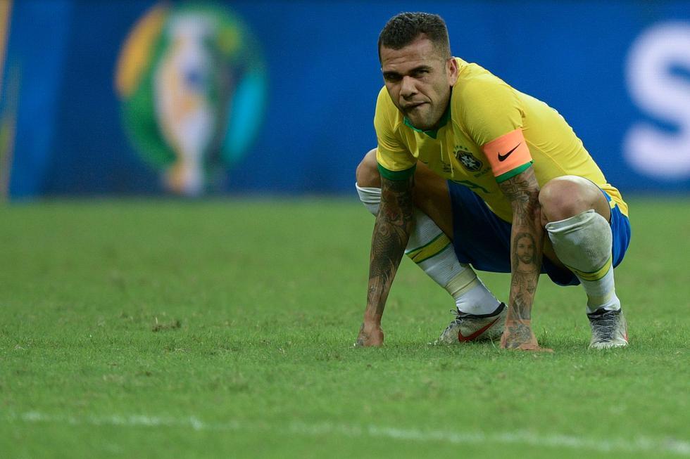 Perú vs. Brasil | Dani Alves es capitán de la selección de Brasil y lateral derecho. (AFP)