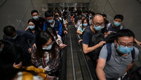 Centenas de vuelos fueron anulados este martes en el aeropuerto internacional de Pudong. (Foto: Hector RETAMAL / AFP)