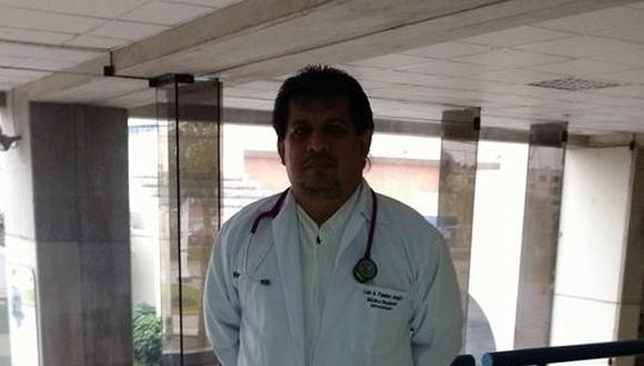 El doctor Luis Panduro se habría contagiado en el Hospital Iquitos, en Loreto, donde laboraba y atendía a pacientes con el mal. (Foto: Facebook)