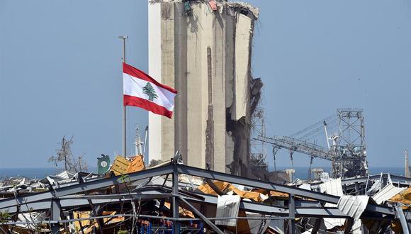 Los integrantes de Topos Chile en Beirut creyeron haber detectado la presencia de una persona con vida entre los escombros dejados por la gigantesca explosión, luego descartaron esa posibilidad. (Foto: EFE/EPA/WAEL HAMZEH)