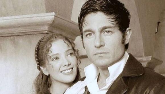 """Fernando Colunga se convirtió en el galán de muchos melodramas. Aquí aparece junto a Adela Noriega en """"Amor real"""". (Foto: Televisa)"""